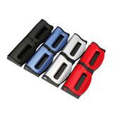 Un par de cinturón de seguridad del coche del cinturón de seguridad instalado el clip elástico de ajuste del dispositivo