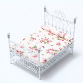 Dollhouse Miniature Bedroom Furniture Cama de metal con colchón blanco europeo