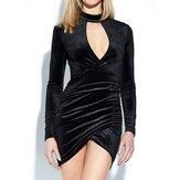 Mini abito scollo a manica lunga aderente in velluto nero da donna