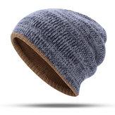 Bonnet bicolore avec bonnet en tricot à double couche