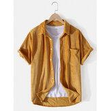 Camisa de manga corta con solapa de textura de pana de color sólido para hombre Diseño con bolsillo