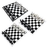 Jogo de xadrez portátil Xadrez 32 peças de plástico e tabuleiro de xadrez com rolo preto