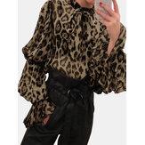Blusa de manga comprida com estampa de leopardo e chiffon com laço