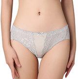 Culotte de sous-vêtements respirante pour femmes en dentelle creuse attrayante à taille moyenne