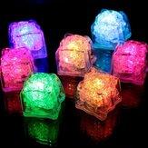 Zasilany baterią LED Ice Cube Kolorowe migające światło Czujnik cieczy Zatapialne dekoracje na przyjęcie weselne