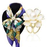 Elegante schwarze weiße Blume Perlen Schal Schnalle Broschen