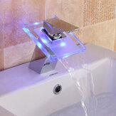 Rubinetto miscelatore vasca da bagno in vetro con rubinetto a cascata che cambia colore a LED