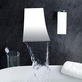 Moderno Cuarto de baño Grifo Sola manija Mezclador de fregadero Grifo Montado en la pared Chrome Brass Cascada