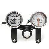L'indicateur de vitesse de tachymètre d'odomètre de motocyclette mesure avec la parenthèse noire