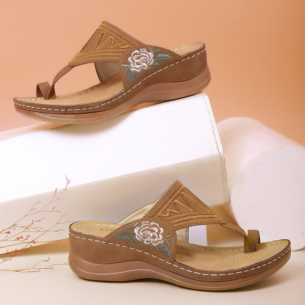 LOSTISY Women Bohemian Embroideried Toe Ring Soft Sole Summer Casual Flat Sandals - 3