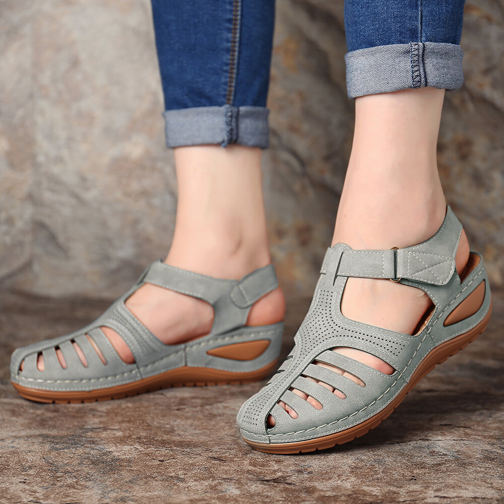 LOSTISY Women Bohemian Embroideried Toe Ring Soft Sole Summer Casual Flat Sandals - 10