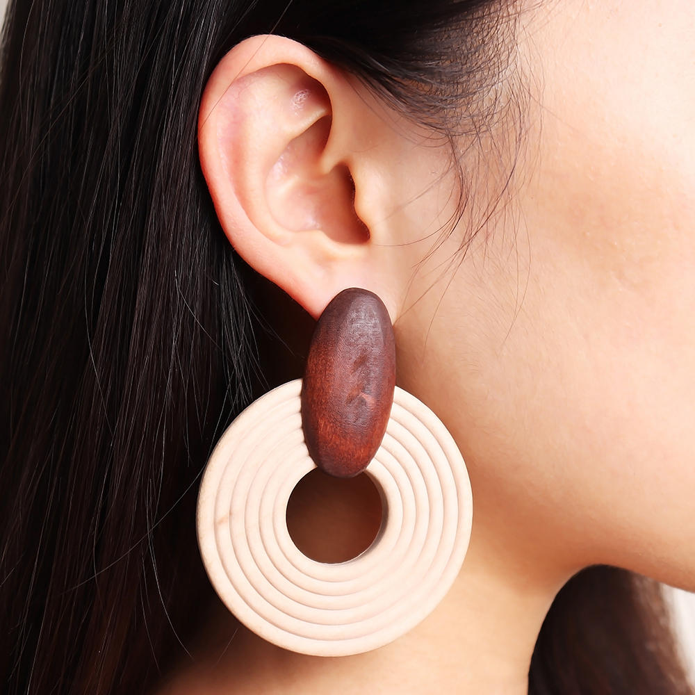 Description:Style:EthnicType:EarringsColor:BrownWeight: about 14gChain Length:8cm/3.14+6cm/2.36Material:WoodPackage Includes:1 Pair of Earrings
