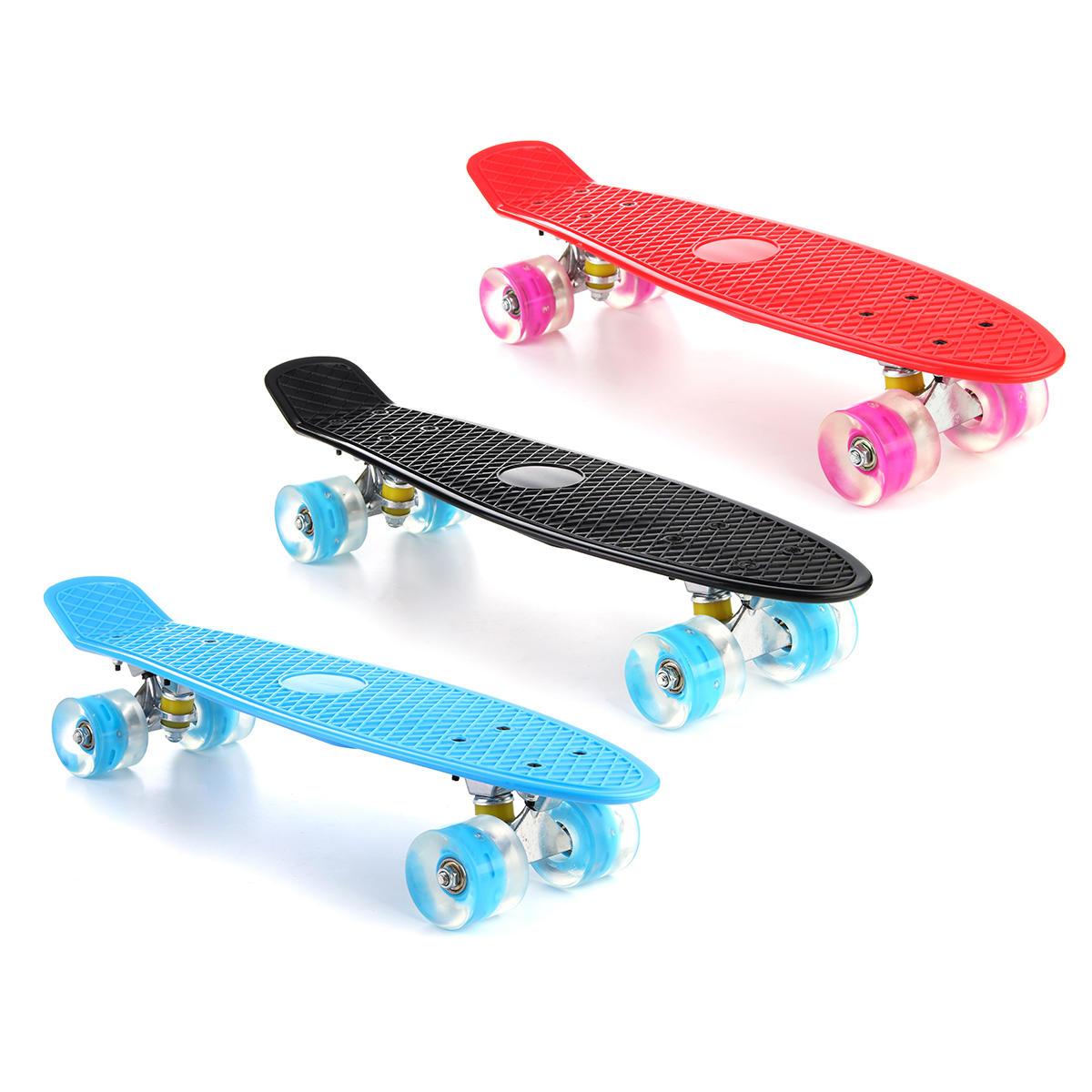 22インチLEDライトフィッシュスケートボード4 PUホイールシングルウォーピングボードティーンエイジャーキッズスケートボード
