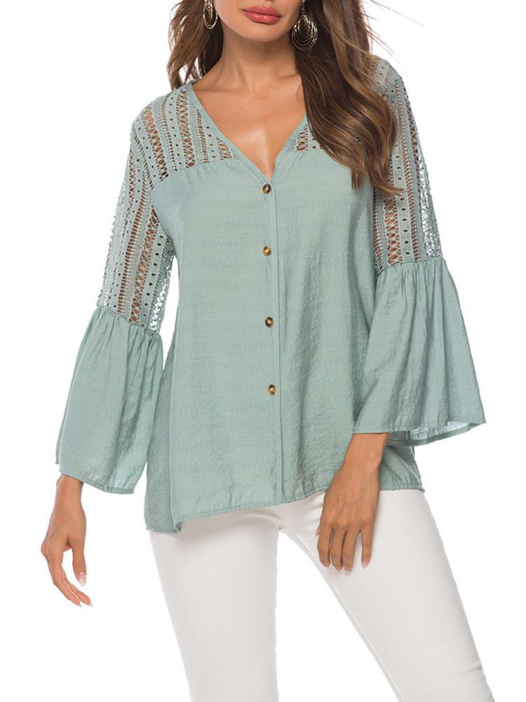 Blusa con botones de remiendo de encaje en color liso de color liso para mujer