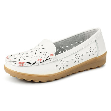 SOCOFY Women Soft Leather Flat Shoes Hollow Out Flower Floral Moccasins Ballet Flats